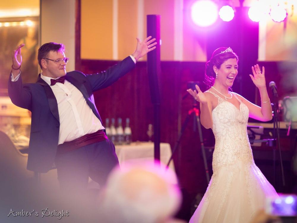 Brautpaar tanzen zu unserer Band