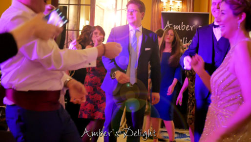 Hochzeit in Köln, Gaeste tanzen zur Hochzeitsband
