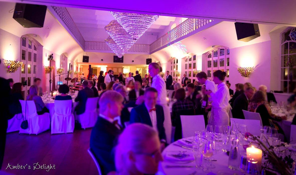 Tanzball mit Dinner Tische Schloss Gartrop Huenxe